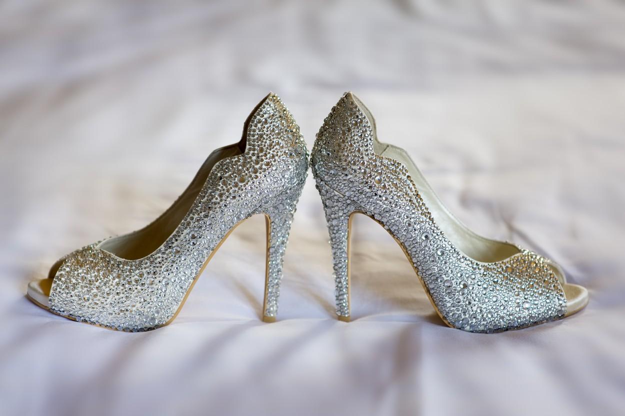 81b6daae4be4 Zaboravite na belo  Nek vaše cipele odudaraju od venčanice!