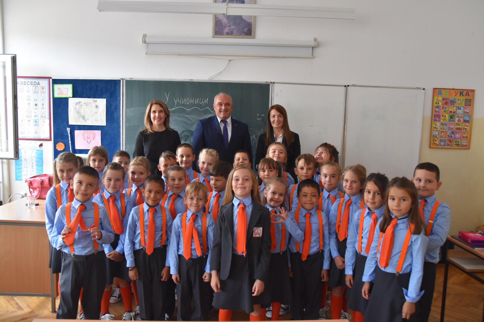 82cb225041 Jednaki među jednakima  Ovako izgledaju školske uniforme!