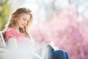 Devojka, Knjiga, Čitanje