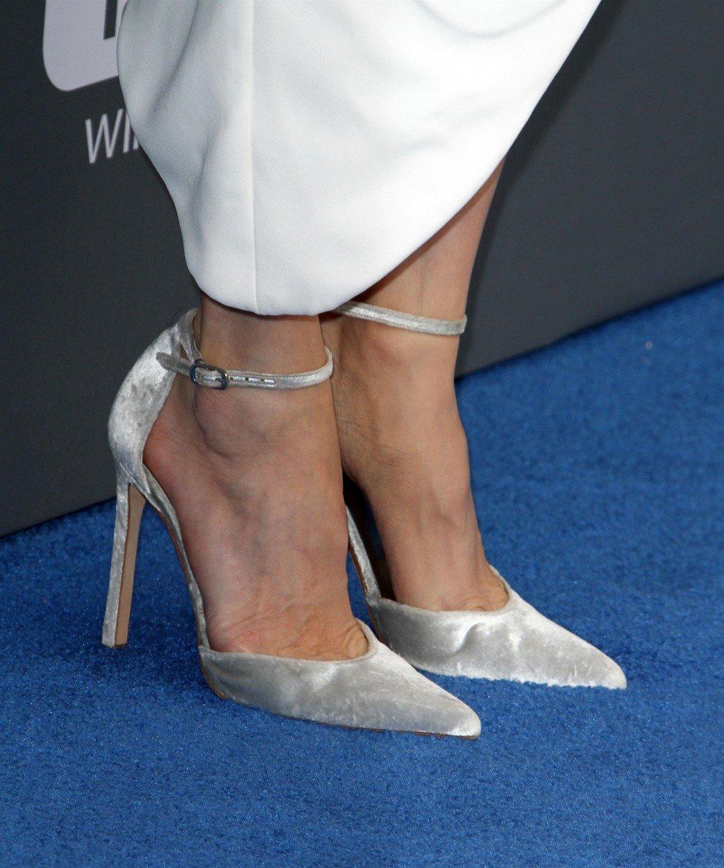 Anđelina Džoli, glumica, cipele, pliš