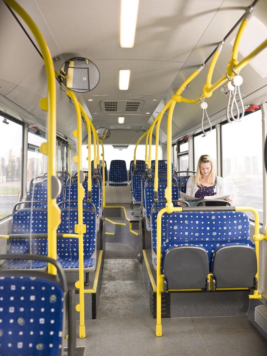 autobus devojka