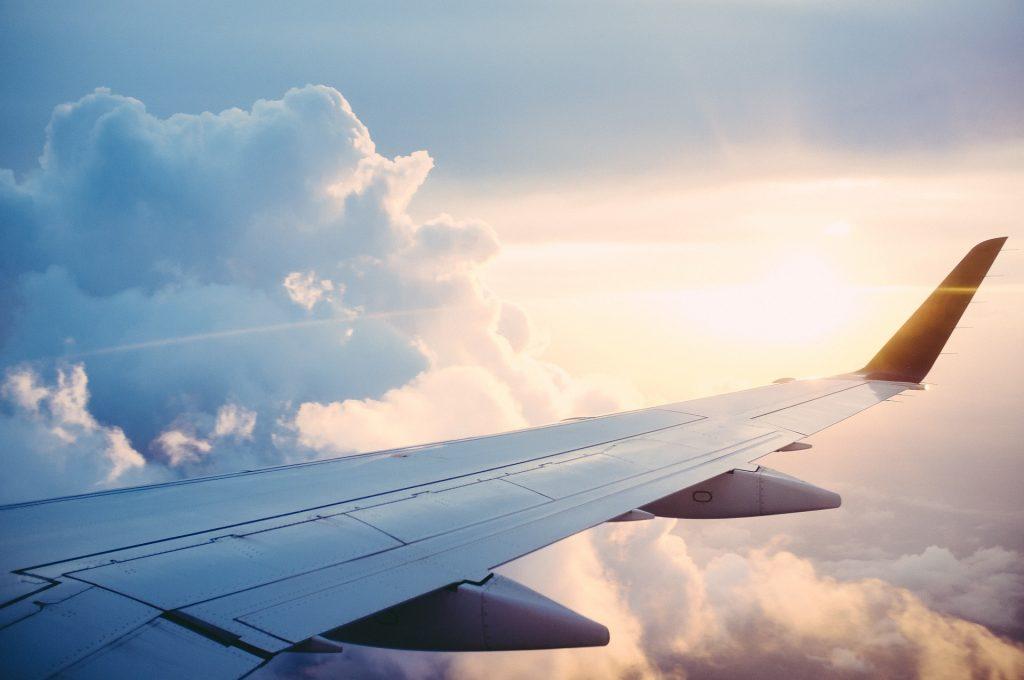 Koje mesto je najbezbednije i zašto ostavljaju tragove na nebu? Saznajte sve o putovanju avionom!